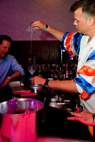 Avec un bar et des mixologues!